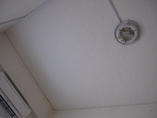 Wow Hostels: bare light