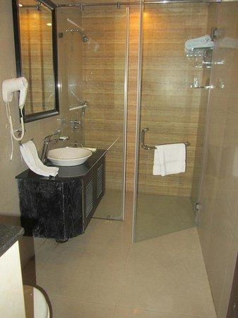 تاوروس هوتل: The bathroom