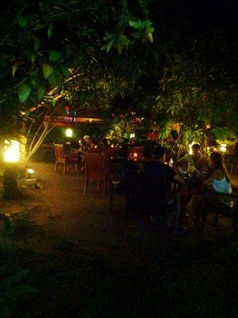Sheela's : The outdoor garden dining area