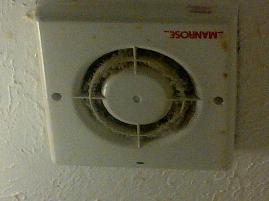 St Hilary Hotel: Dusty extractor fan