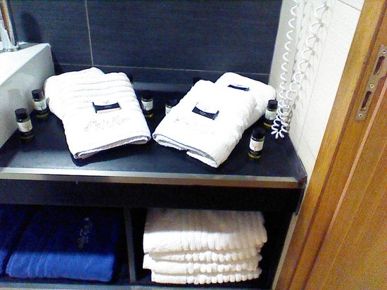 Villa Di Mare Luxury Suites: salle de bain