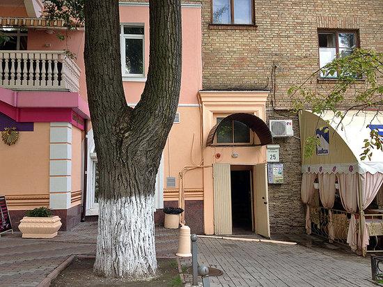 Kiev Central Station Hostel: hostel entrance