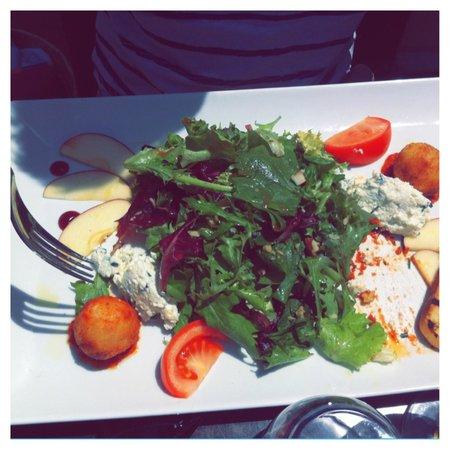 No Stress Cafe: salade et beignets de brocciu (specialité corse)