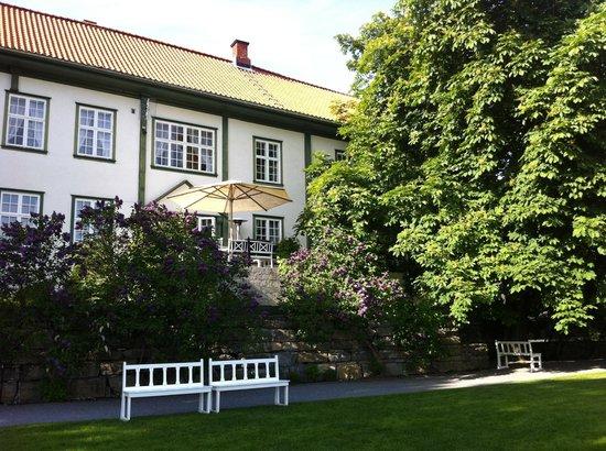 Hoel Gard: The main house seen from the garden