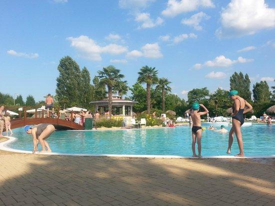 La piscina foto di gardaland hotel castelnuovo del - Piscina g conti verona ...