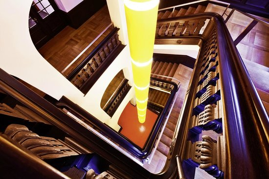 Movenpick Hotel Berlin: Historical staircase