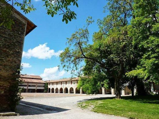 Antica Grancia Benedettina: Vista della corte