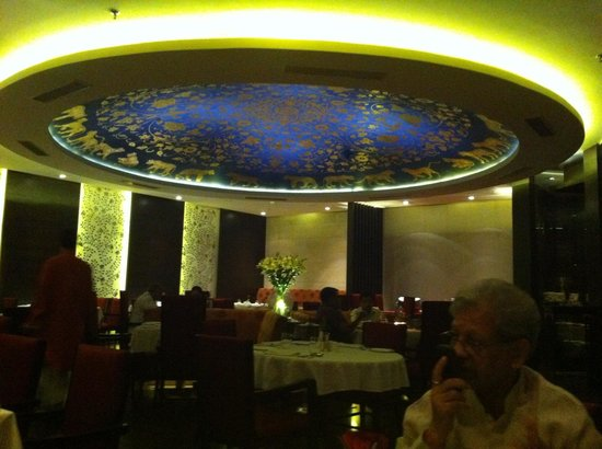 Hotel Royal Orchid, Jaipur: The interior of the restaurant
