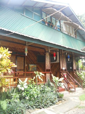 Frendz Resort and Hostel Boracay: Airconditioned Nipa hut rooms