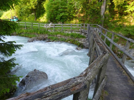 Sport Hotel Cortina - Famiglia Barisetti: Wooden bridge near hotel