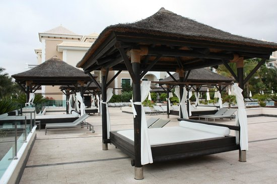 Gran Melia Palacio de Isora Resort & Spa: Camas balinesas