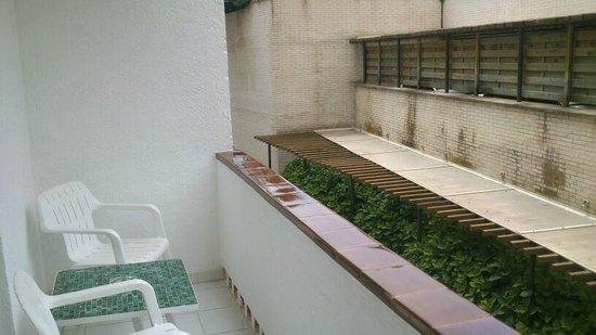 Premier Gran Hotel Reymar & Spa: Vistas al muro del parking