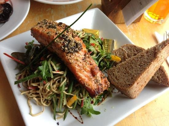 Mountain Cafe: salmon noodle salad