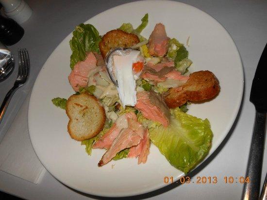 Pierre's: ceasar salad wz salmon