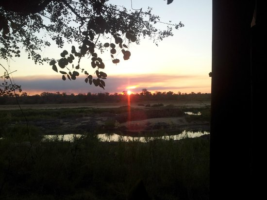 Ngwenya Lodge: sunset from the bird/game hide over Crocodile River