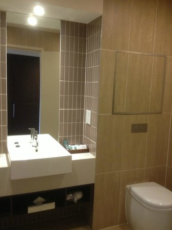 Rydges Campbelltown Sydney: Bathroom