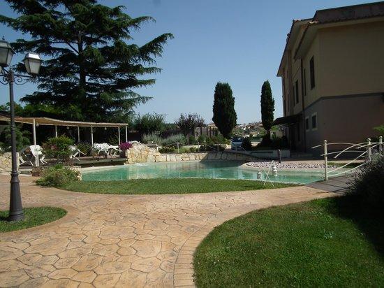 Domus Park Hotel: Esterno con acqua