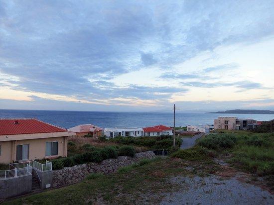 Uminoyado Urumanchu: 2階のベランダからの夕方の景色