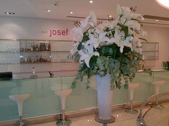 Design Hotel Josef Prague: на лобби всегда живые цветы :)