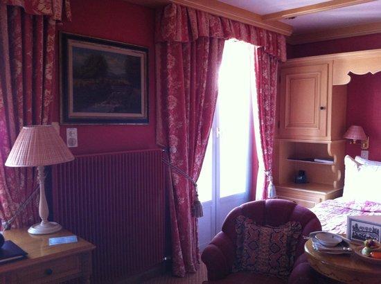 Gstaad Palace Hotel: unser Zimmer im Chaletstil mit Balkon