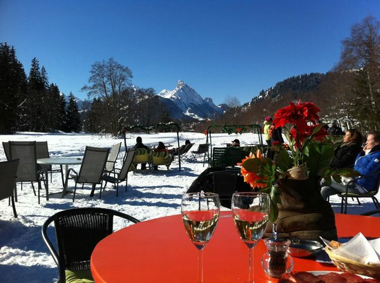 Gstaad Palace Hotel: Apero an der Moosbar in Schönried