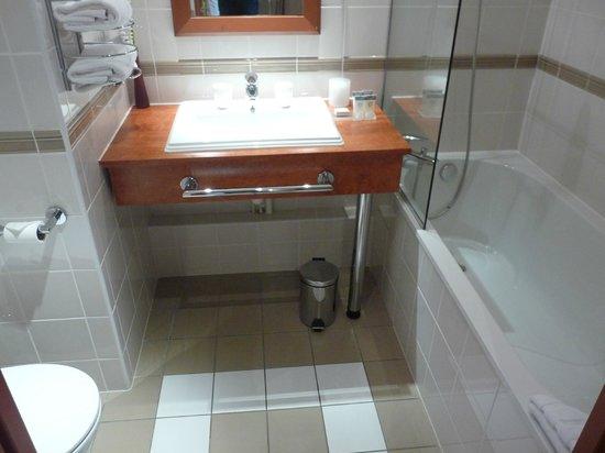 Hotel Crowne Plaza Lyon - Cité Internationale: salle de bains