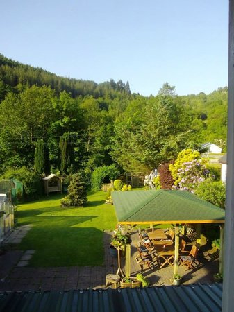 Glenwood Guest House: Garden view from room 2