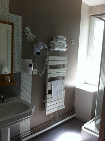 Hotel l'Univers : The bathroom