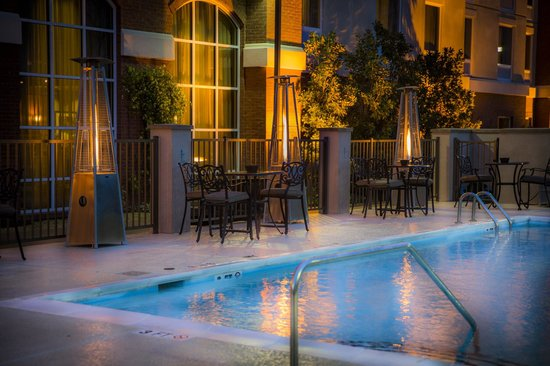 Hampton Inn & Suites Murfreesboro: Relax in Heated Pool