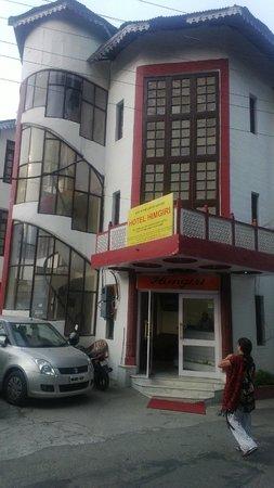 Hotel Himgiri: Enterance of the hotel