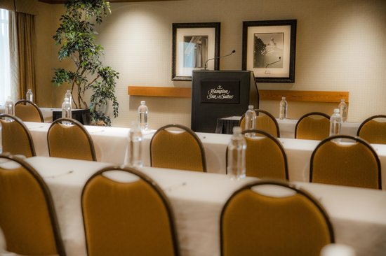 Hampton Inn & Suites Murfreesboro: Perfect for Your Next Meeting