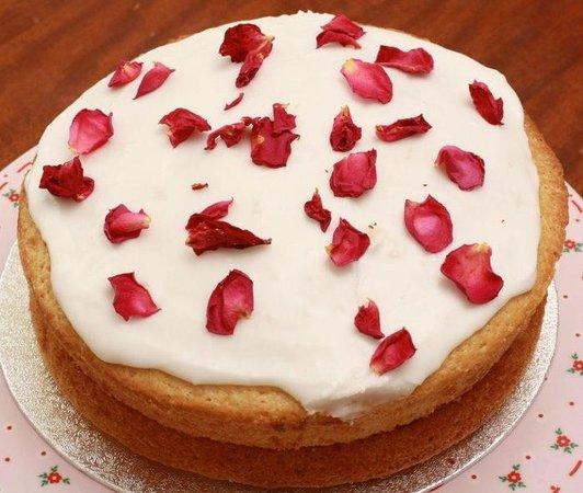1066 Cake Stand: Rose and Lemon Cake