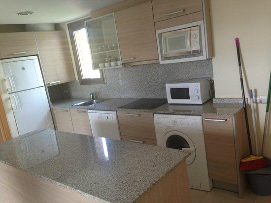 Apartamentos Salou Center: Kitchen