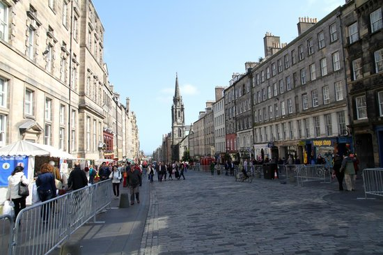 Stay Edinburgh City Apartments - Royal Mile : View of the Royal Mile from the doorstep of Stay Edinburgh City Apartments
