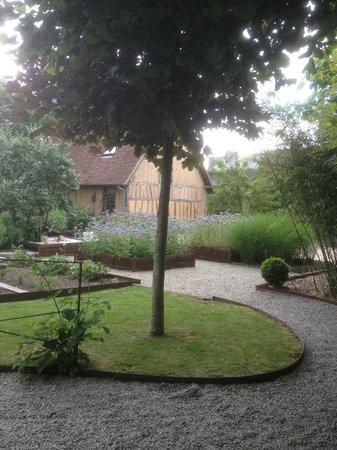 Le Jardin Decouverte : garden