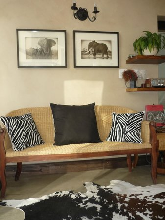185 Beach Road Boutique Apartments : Beachside Penthouse - African decor