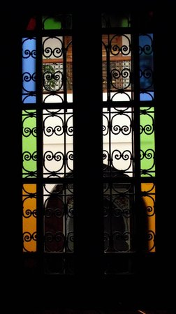 Riad Ahlam: Light coming through bedroom window.