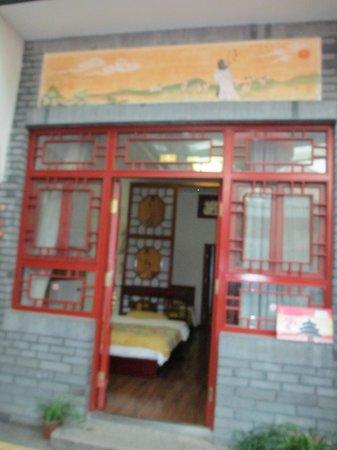 Tiananmen Best Year Courtyard Hotel: Room entrance