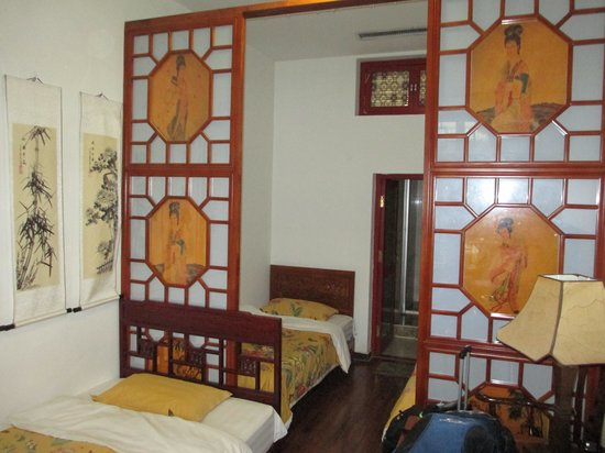 Tiananmen Best Year Courtyard Hotel: Room with 3 singles