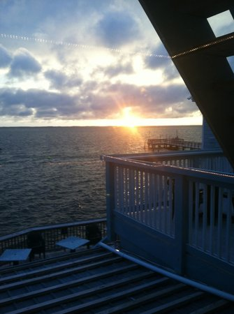 Sunset Grille & Raw Bar : The upstairs view of the sound at sunset