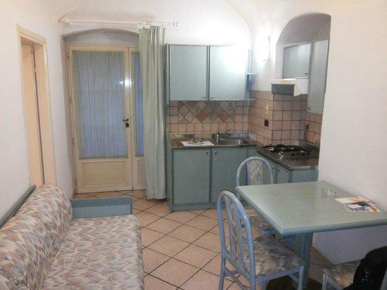 Hotel Miramare: soggiorno+angolo cottura