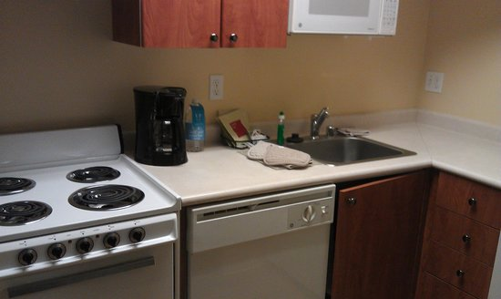 TownePlace Suites Seattle Southcenter: Small kitchenette