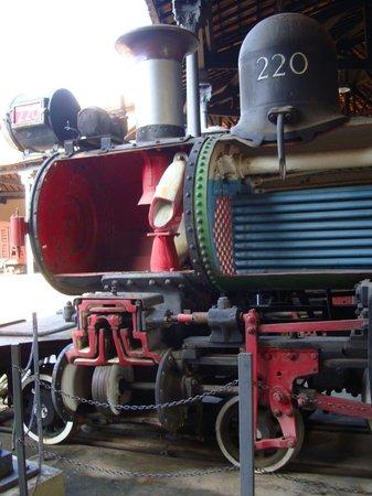 Steam train to Sao Joao del Rei : VISTA PARCIAL DE UMA LOCOMOTIVA CORTADA AO MEIO