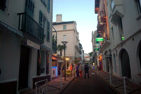 Hotel Maitagaria: Biarritz Street view