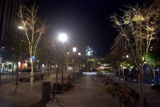 Hotel Maitagaria : Biarritz Street view at night
