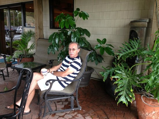 Best Western Chincoteague Island: On patio before front door