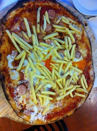 Ristorante Pizzeria Caruso : tagliere di pizza patatine, uovo, würstel