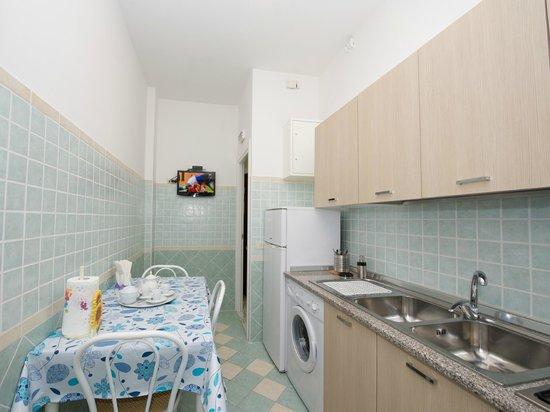 Holiday and Rome : Appartamento Superior ( 2 Adulti)-Cucina