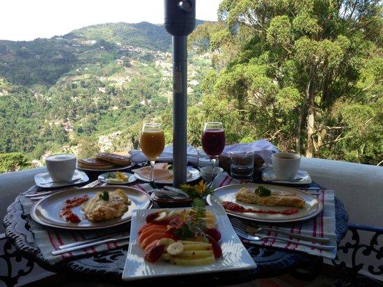 Posada Don Elicio: El desayuno en el balcon con una vista espectacular