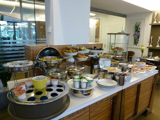 Mercure Villa Romanazzi Carducci: Frühstücksbuffet